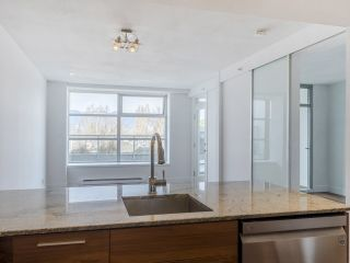 """Photo 6: 204 4375 W 10TH Avenue in Vancouver: Point Grey Condo for sale in """"The Varsity"""" (Vancouver West)  : MLS®# R2552003"""