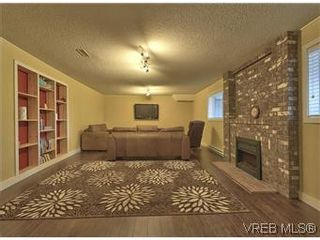 Photo 18: 2881 Phyllis Street in VICTORIA: SE Ten Mile Point Residential for sale (Saanich East)  : MLS®# 303291