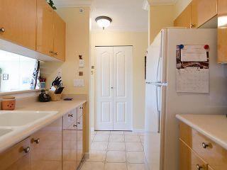 """Photo 5: 308 2490 W 2ND Avenue in Vancouver: Kitsilano Condo for sale in """"TRINITY PLACE"""" (Vancouver West)  : MLS®# V966955"""
