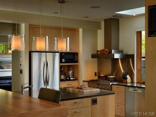 Photo 10: 915 Runnymede Pl in VICTORIA: OB South Oak Bay House for sale (Oak Bay)  : MLS®# 629571
