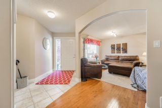 Photo 3: 3040 MACNEIL Way in Edmonton: Zone 14 House for sale : MLS®# E4263321