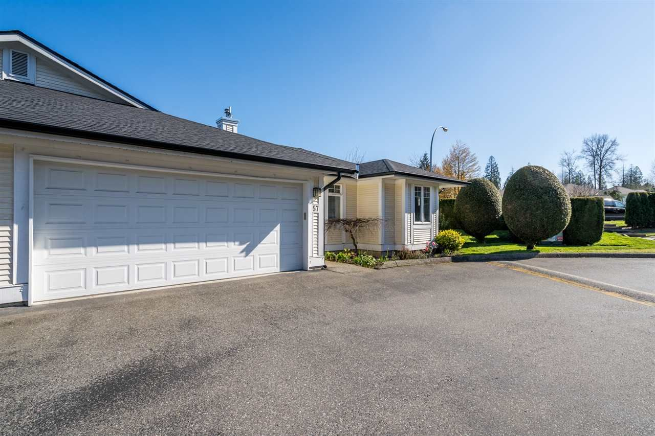 "Main Photo: 57 20761 TELEGRAPH Trail in Langley: Walnut Grove Townhouse for sale in ""Woodbridge"" : MLS®# R2564294"