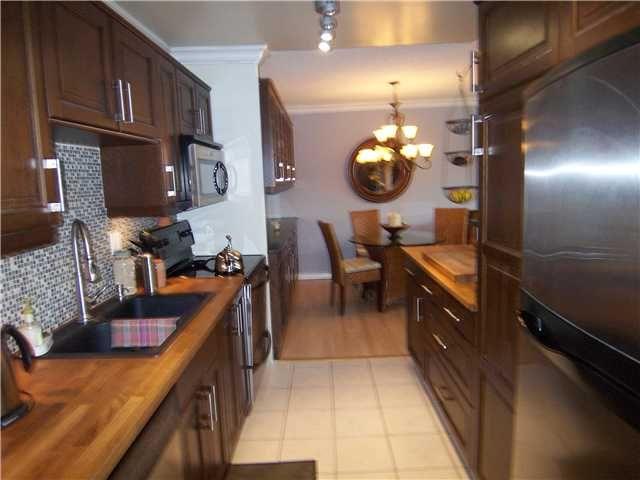 "Main Photo: 302 2381 BURY Avenue in Port Coquitlam: Central Pt Coquitlam Condo for sale in ""RIVERSIDE MANOR"" : MLS®# V891477"
