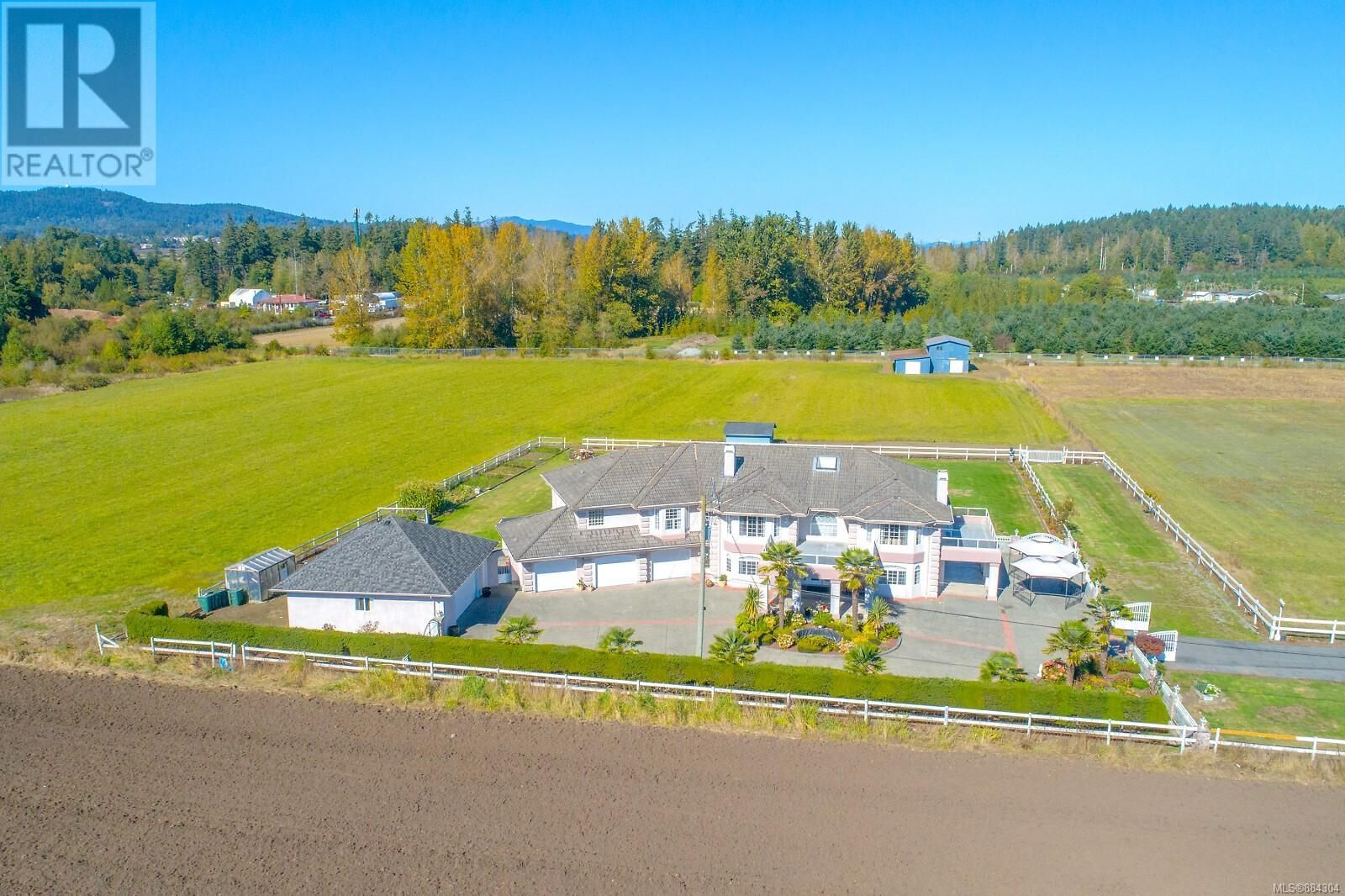 Main Photo: 7112 Puckle Rd in Central Saanich: House for sale : MLS®# 884304