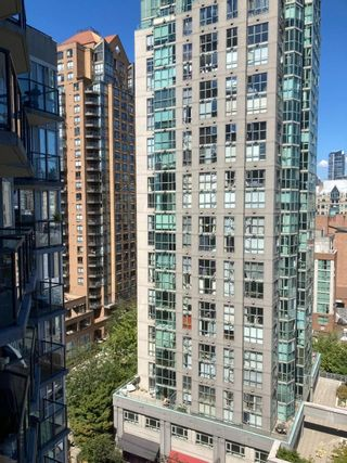 """Photo 13: 1409 1212 HOWE Street in Vancouver: Downtown VW Condo for sale in """"1212 HOWE"""" (Vancouver West)  : MLS®# R2604927"""