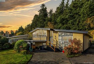 Photo 1: 4282 Parkside Cres in VICTORIA: SE Mt Doug House for sale (Saanich East)  : MLS®# 799976