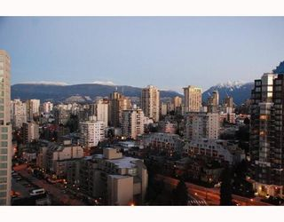 """Photo 4: 2203 907 BEACH Avenue in Vancouver: False Creek North Condo for sale in """"CORAL COURT"""" (Vancouver West)  : MLS®# V697746"""