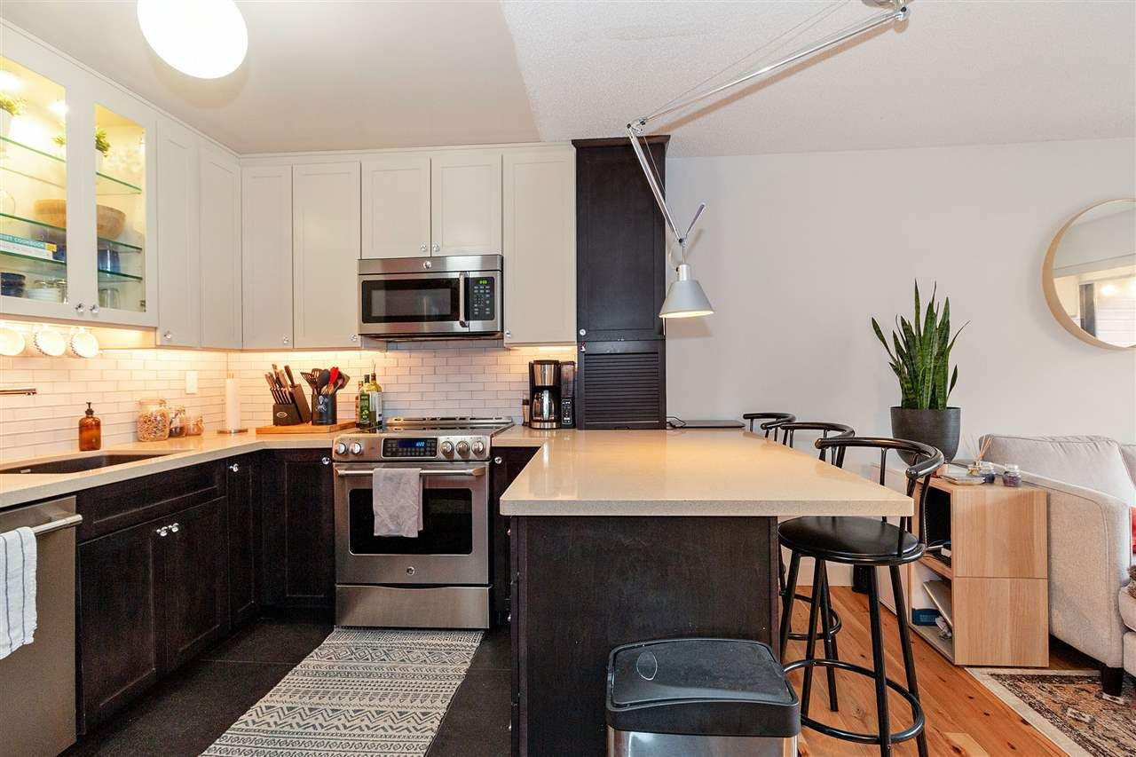 """Main Photo: 212 2920 ASH Street in Vancouver: Fairview VW Condo for sale in """"ASH COURT"""" (Vancouver West)  : MLS®# R2440976"""
