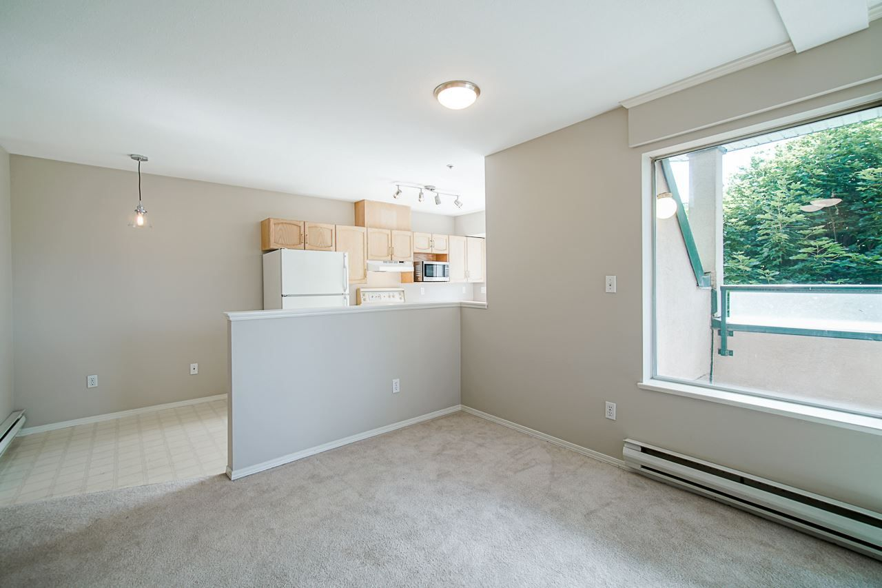 Photo 13: Photos: 306 2962 TRETHEWEY STREET in Abbotsford: Abbotsford West Condo for sale : MLS®# R2470028