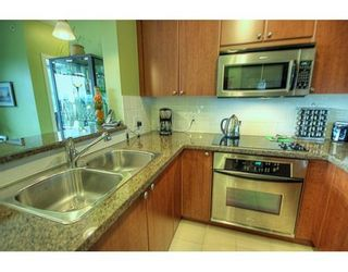 """Photo 2: # 702 - 11 E Royal Avenue in New Westminster: Fraser Heights Condo for sale in """"Victoria Hill"""" : MLS®# V837877"""