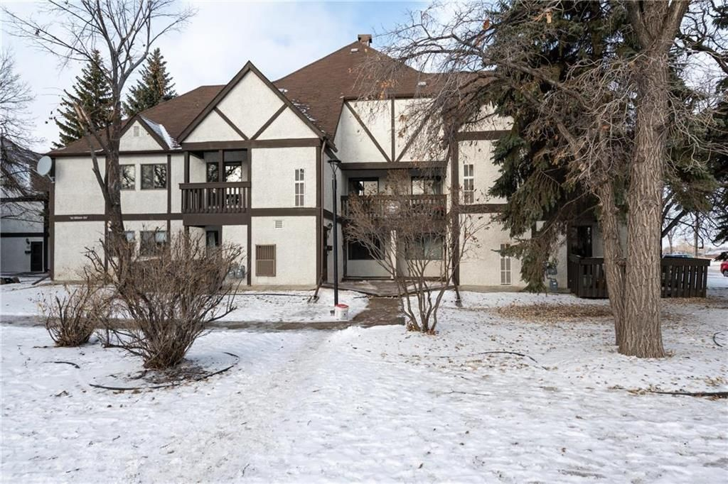 Main Photo: 106 123 Swindon Way in Winnipeg: Tuxedo Condominium for sale (1E)  : MLS®# 202028607