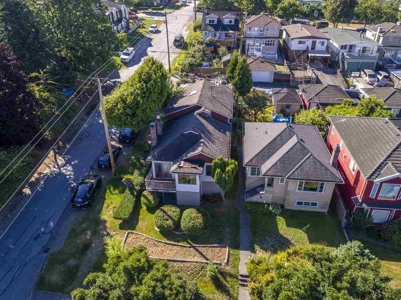 """Photo 10: Photos: 2796 E 4TH Avenue in Vancouver: Renfrew VE House for sale in """"Renfrew Heights"""" (Vancouver East)  : MLS®# R2496647"""
