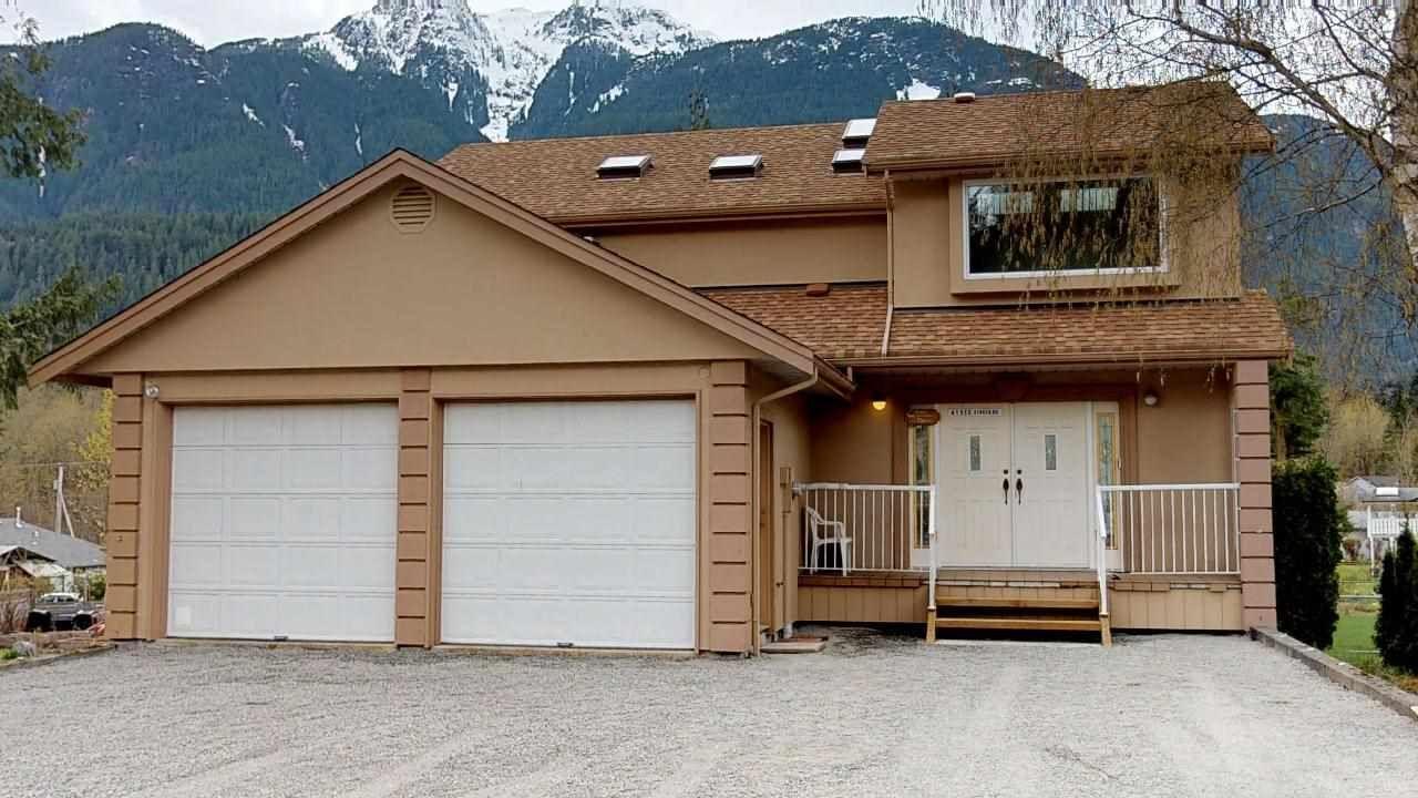 "Main Photo: 41955 BIRKEN Road in Squamish: Brackendale House for sale in ""Brackendale"" : MLS®# R2259275"