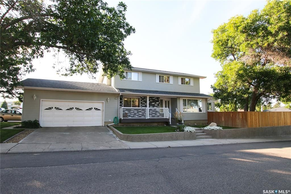 Main Photo: 11 Conlin Drive in Swift Current: South West SC Residential for sale : MLS®# SK765972