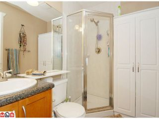 """Photo 7: 5 14921 THRIFT Avenue: White Rock Townhouse for sale in """"NICOLE PLACE"""" (South Surrey White Rock)  : MLS®# F1025156"""