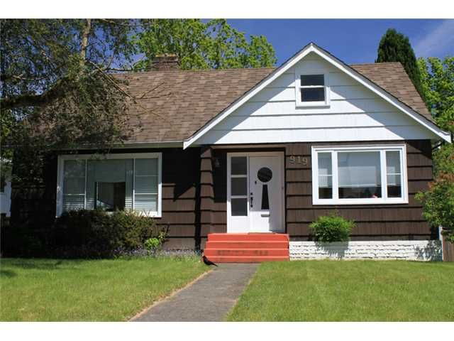 """Main Photo: 919 CHILLIWACK Street in New Westminster: The Heights NW House for sale in """"THE HEIGHTS"""" : MLS®# V895297"""
