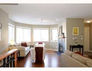 Photo 2: 1829 BROADVIEW Road NW in CALGARY: West Hillhurst Residential Attached for sale (Calgary)  : MLS®# C3305537