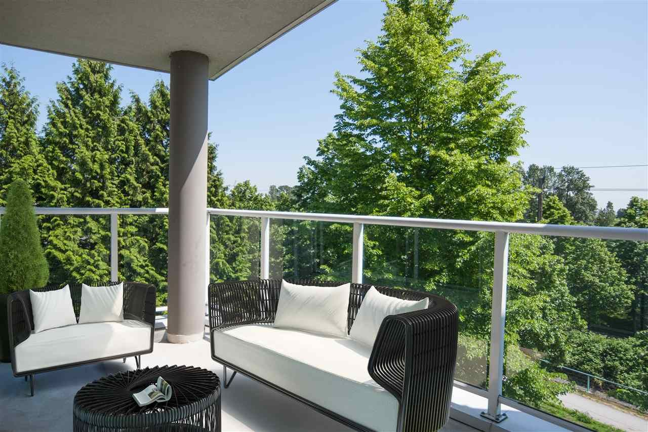 """Photo 6: Photos: 305 8450 JELLICOE Street in Vancouver: South Marine Condo for sale in """"BOARDWALK"""" (Vancouver East)  : MLS®# R2376559"""