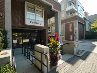 "Photo 2: 315 2768 CRANBERRY Drive in Vancouver: Kitsilano Condo for sale in ""ZYDECO"" (Vancouver West)  : MLS®# R2566057"