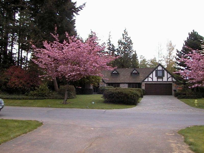 Main Photo: 13412 25th Avenue in Surrey: Elgin Chantrell Condo for sale (South Surrey White Rock)  : MLS®# F2310669