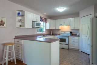Photo 4: 711 Moralee Dr in : CV Comox (Town of) House for sale (Comox Valley)  : MLS®# 854493