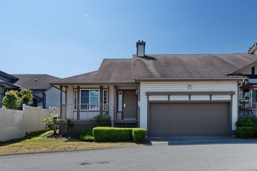 "Main Photo: 44 20222 96 Avenue in Langley: Walnut Grove Townhouse for sale in ""WINDSOR GARDENS"" : MLS®# R2486972"