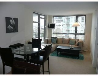 """Photo 2: 206 833 AGNES Street in New_Westminster: Downtown NW Condo for sale in """"NEWS"""" (New Westminster)  : MLS®# V701575"""