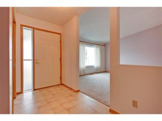 Photo 3: 43 LINCOLN Manor SW in Calgary: Lincoln Park House for sale : MLS®# C4008792