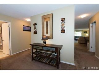 Photo 3: 401 1875 Lansdowne Rd in VICTORIA: SE Camosun Condo for sale (Saanich East)  : MLS®# 740389