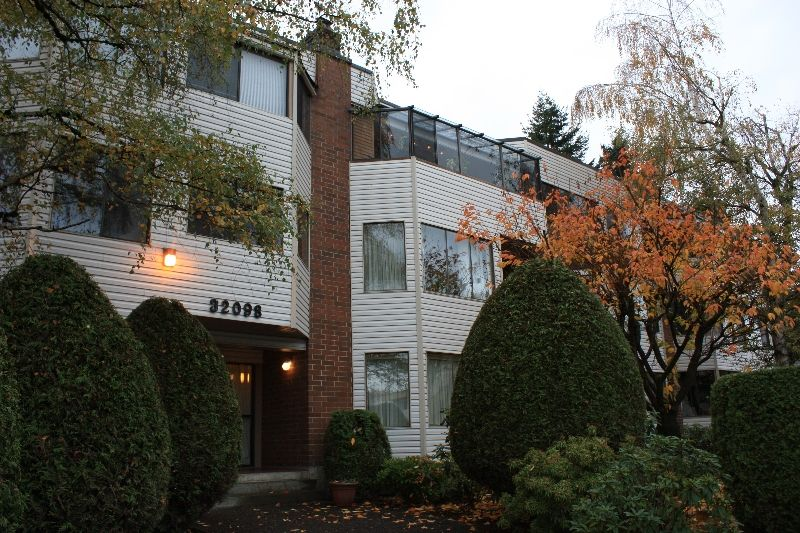 """Main Photo: 101 32098 GEORGE FERGUSON Way in Abbotsford: Abbotsford West Condo for sale in """"HEATHER COURT"""" : MLS®# F2925431"""