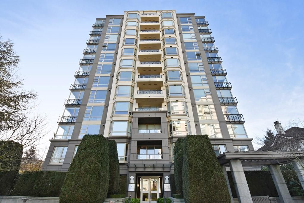 """Main Photo: 901 1316 W 11TH Avenue in Vancouver: Fairview VW Condo for sale in """"The Compton"""" (Vancouver West)  : MLS®# R2138686"""