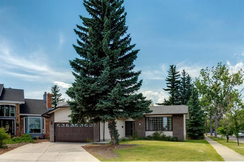 Main Photo: 303 STRAVANAN Bay SW in Calgary: Strathcona Park Detached for sale : MLS®# A1025695