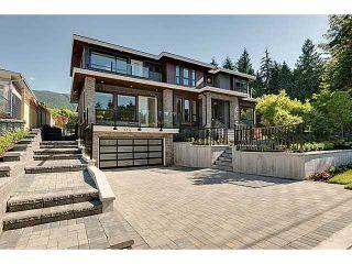 Photo 1: 574 SILVERDALE PL in North Vancouver: Upper Delbrook House for sale : MLS®# V1104305