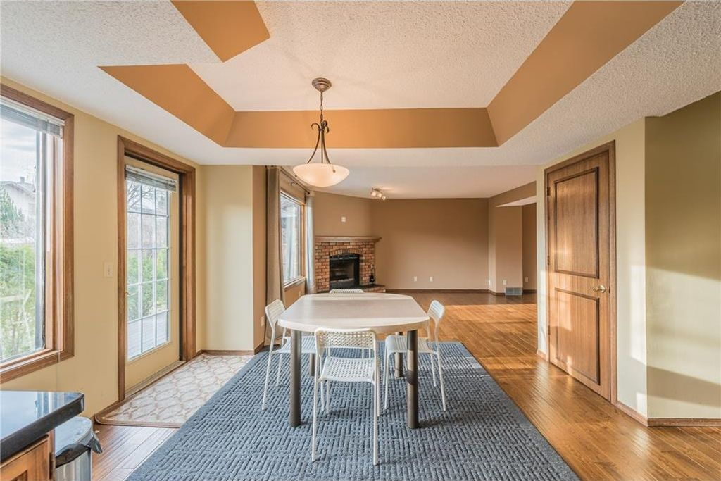 Photo 5: Photos: 25 Shannon Green SW in Calgary: Shawnessy House for sale : MLS®# C4140959