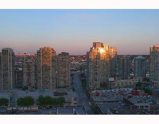 """Photo 5: 2107 989 RICHARDS Street in Vancouver: Downtown VW Condo for sale in """"MONDRIAN"""" (Vancouver West)  : MLS®# V713987"""
