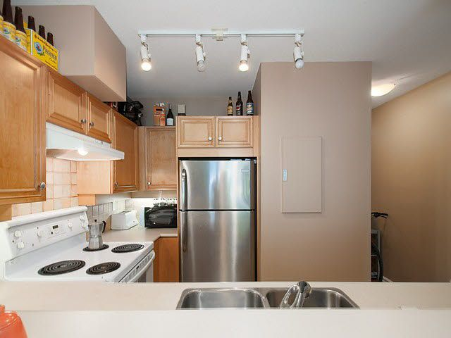 "Photo 9: Photos: 104 2929 W 4TH Avenue in Vancouver: Kitsilano Condo for sale in ""THE MADISON"" (Vancouver West)  : MLS®# V1122128"