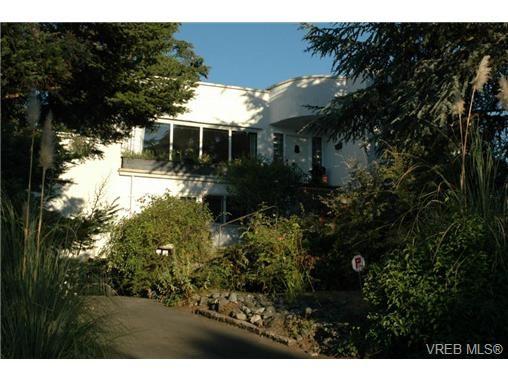 Main Photo: 318 Uganda Ave in VICTORIA: Es Kinsmen Park Half Duplex for sale (Esquimalt)  : MLS®# 738139