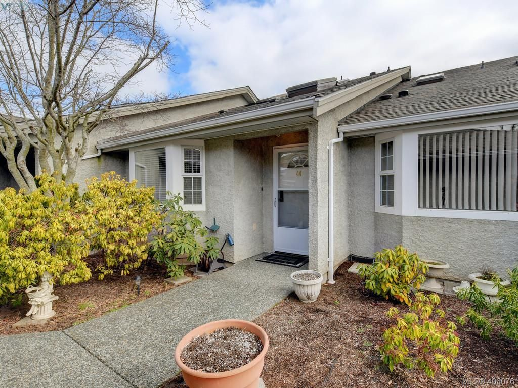 Main Photo: 44 2600 Ferguson Rd in SAANICHTON: CS Turgoose Row/Townhouse for sale (Central Saanich)  : MLS®# 806986