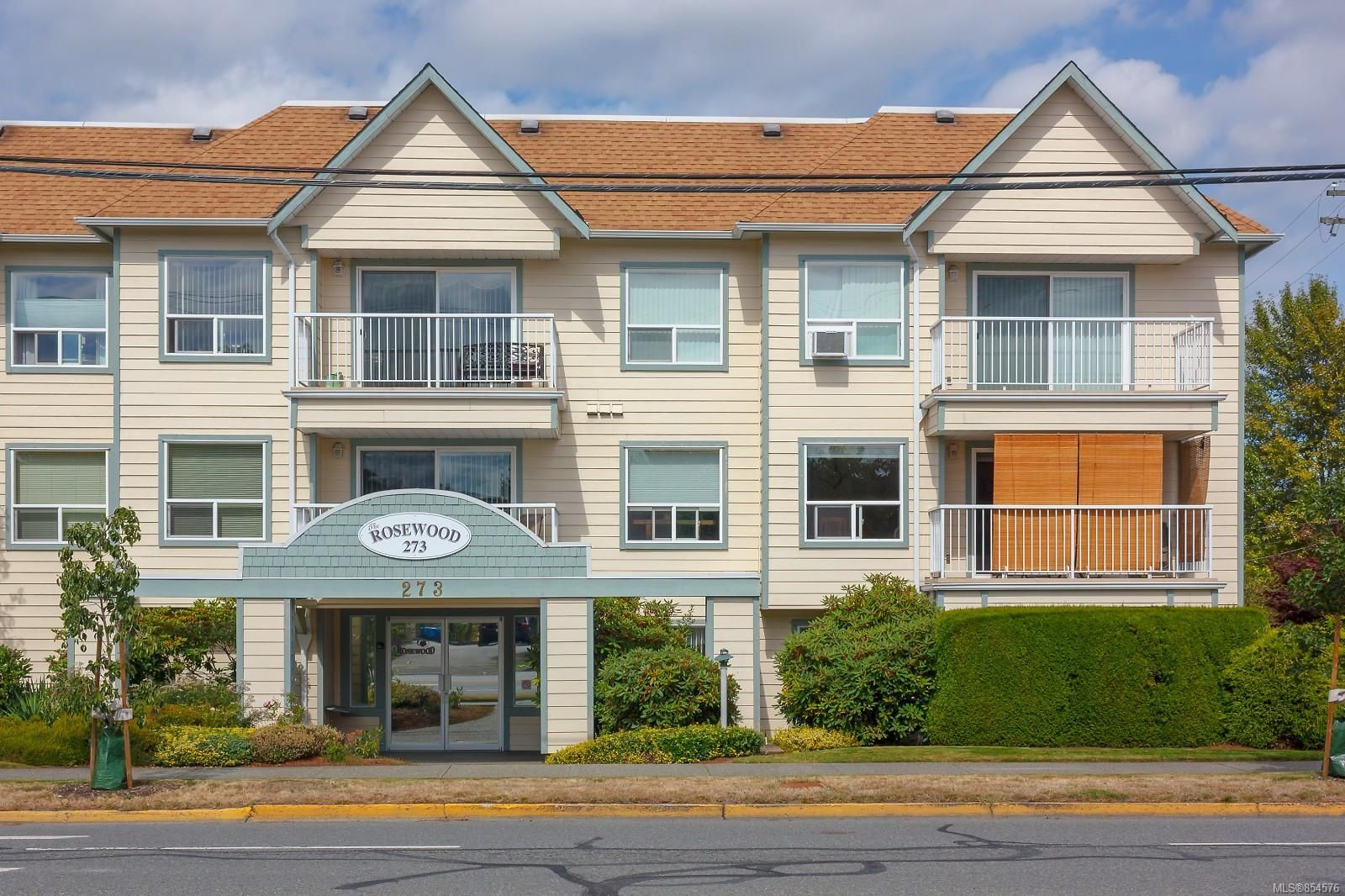 Main Photo: 104 273 Coronation Ave in : Du West Duncan Condo for sale (Duncan)  : MLS®# 854576