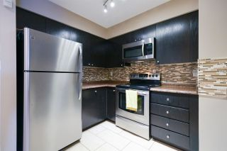"""Photo 5: 404 3668 RAE Avenue in Vancouver: Collingwood VE Condo for sale in """"RAE COURT"""" (Vancouver East)  : MLS®# R2350560"""