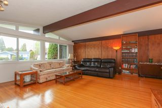 """Photo 3: 6882 YEOVIL Place in Burnaby: Montecito House for sale in """"Montecito"""" (Burnaby North)  : MLS®# V1119163"""