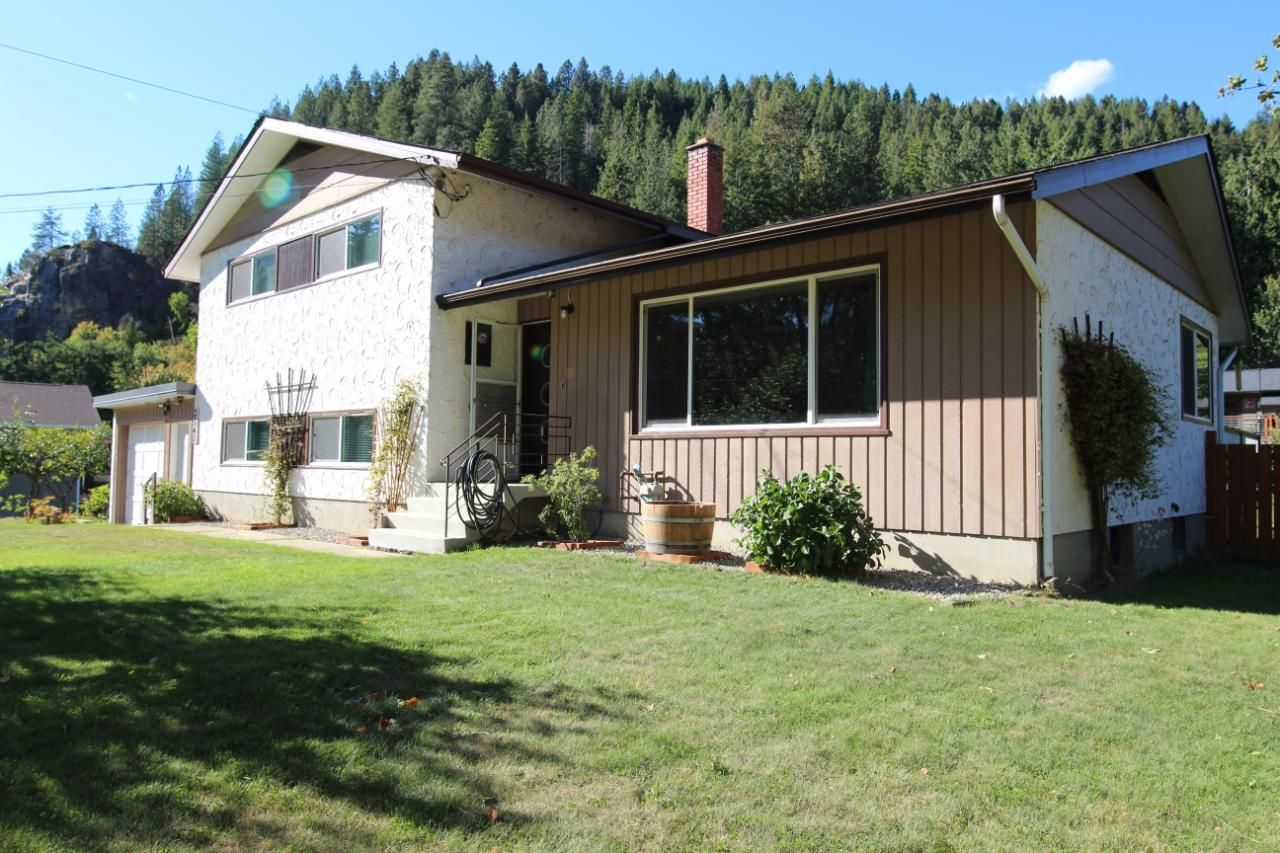 Main Photo: 2545 COLEVIEW ROAD in Castlegar: House for sale : MLS®# 2461138