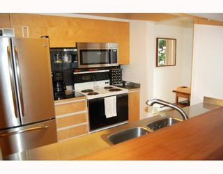 """Photo 4: 104 2638 ASH Street in Vancouver: Fairview VW Condo for sale in """"CAMBRIDGE GARDENS"""" (Vancouver West)  : MLS®# V777548"""