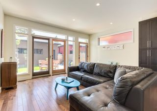 Photo 12: 3322 41 Street SW in Calgary: Glenbrook Detached for sale : MLS®# A1122385
