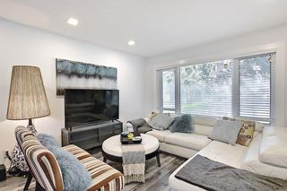 Photo 2: 44 Hardisty Place SW in Calgary: Haysboro Detached for sale : MLS®# A1116094