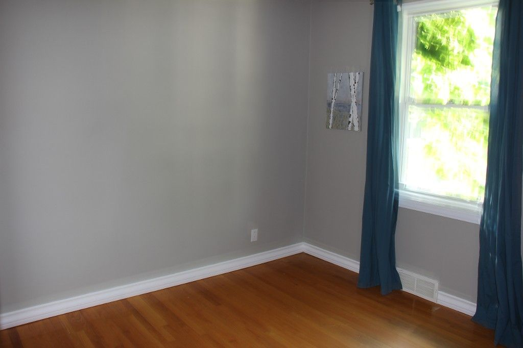 Photo 4: Photos: : Residential for sale : MLS®# 1718337