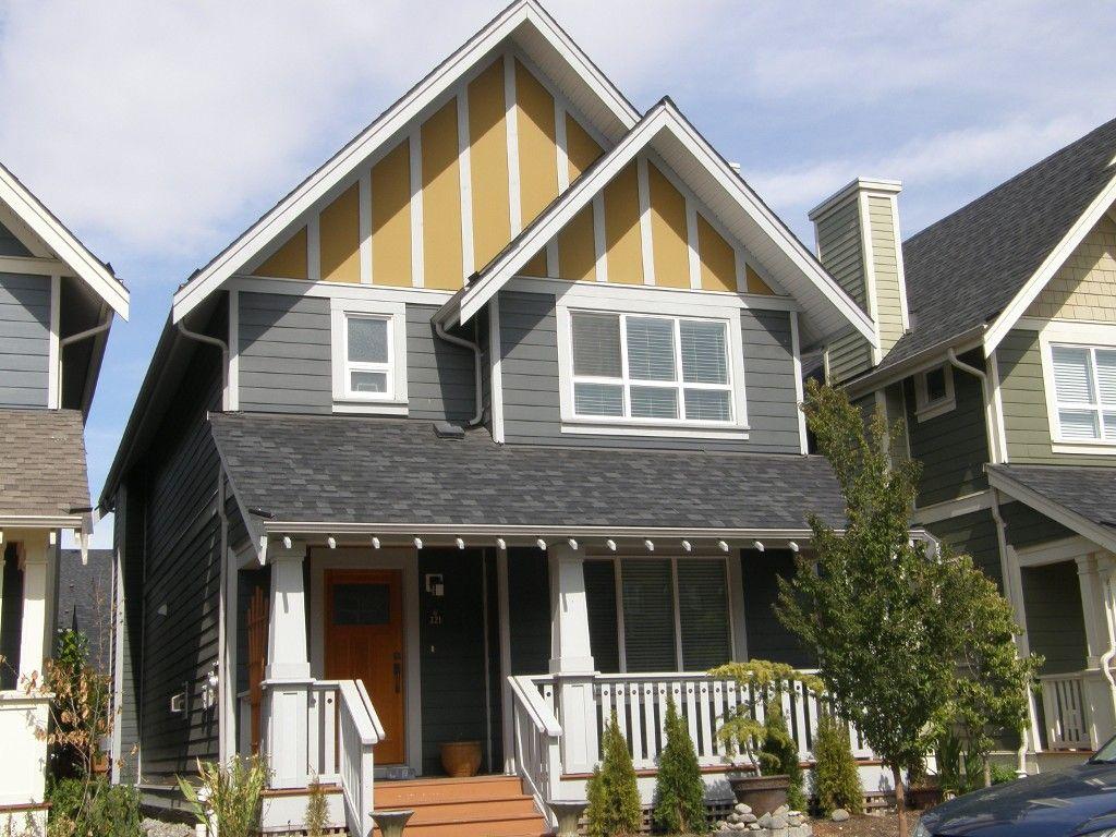 Main Photo: 221 Jensen St in New Westminster: House  : MLS®# V1111374