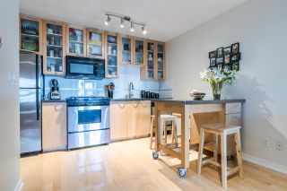 """Photo 3: 1705 969 RICHARDS Street in Vancouver: Downtown VW Condo for sale in """"Mondrian II"""" (Vancouver West)  : MLS®# R2344228"""