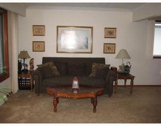 Photo 3: 804 CONSOL Avenue in WINNIPEG: East Kildonan Residential for sale (North East Winnipeg)  : MLS®# 2821411
