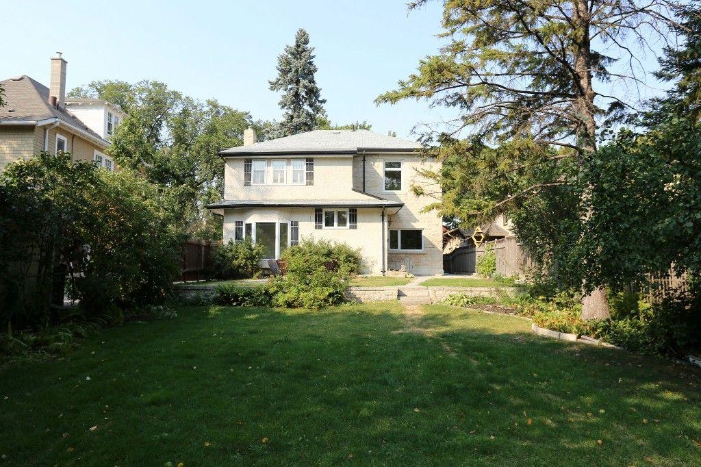 Photo 2: Photos: 1224 Wolseley Avenue in Winnipeg: Wolseley Single Family Detached for sale (5B)  : MLS®# 1724410
